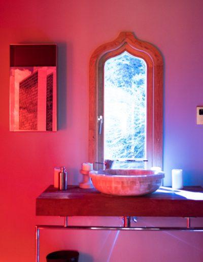 Summerhouse hand basin and window